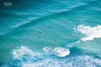 Surfistas en aguas Llaniscas