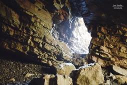 Entrada a la cueva vista desde dentro