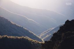 La luz de la tarde en las montañas